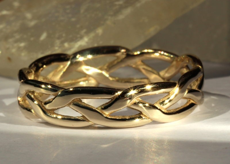 alliance médiévale artisanale en or jaune