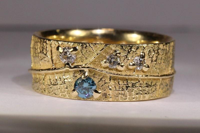 alliance créateur très large nervure de feuille et diamants bleu et blancs or jaune