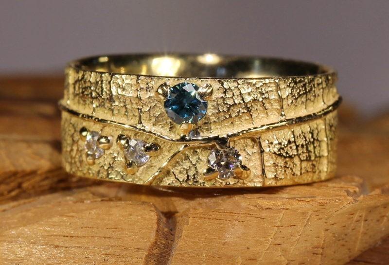 alliance très large texture feuille diamant bleu