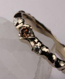 alliance celtique elfique princesse des elfes diamants blancs et brun sertis dans la texture