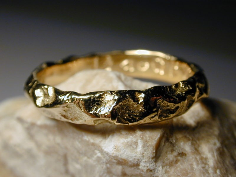 Alliance artisanale inspiration médiévale or jaune