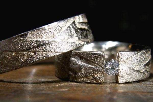 Alliance diamant serti pincé et anneau fermé