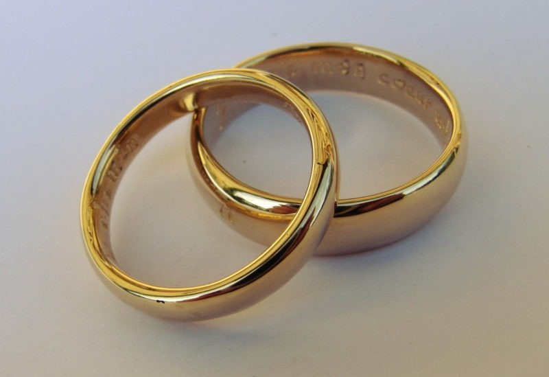 Alliance demi jonc artisanale Love or jaune poli