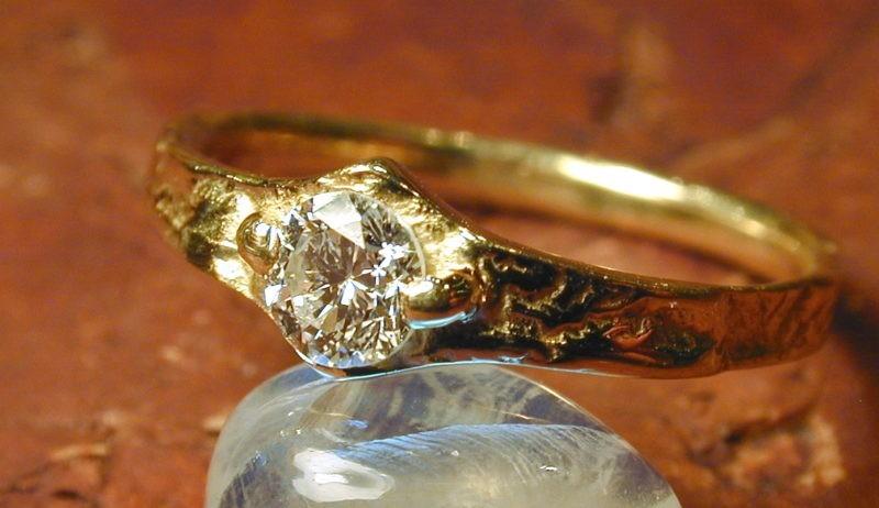 Bague artisan diamant sur or jaune