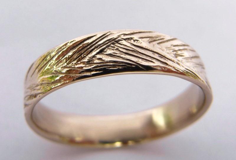 Alliance de mariage avec texture nature