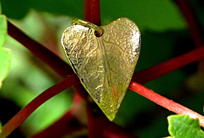 Pendentif original nature feuille coeur