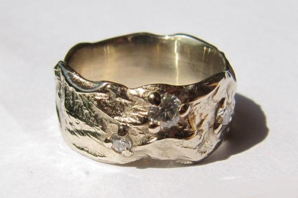 Bague de mariage originale or blanc naturel et constellation 3 diamants