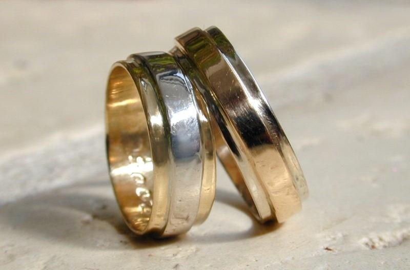 Couple d'alliances or rose poli ou or blanc brossé sur or jaune