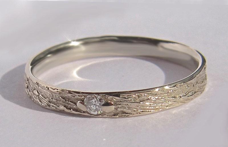 alliance origianale fine texture et diamant