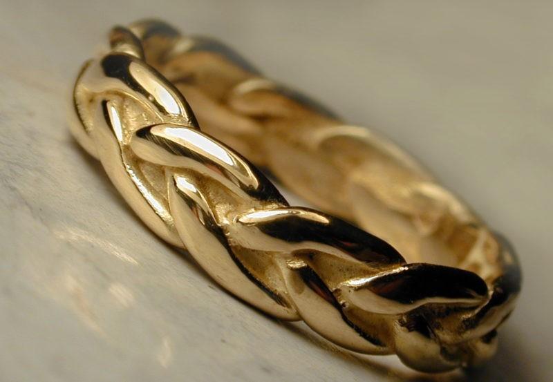 alliance originale en forme de tresse en or jaune poli