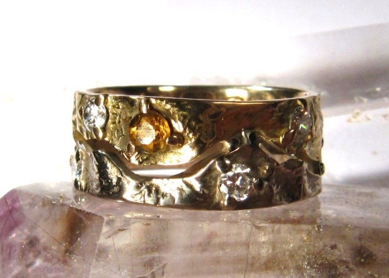 Alliance 2 ors jaune et blanc naturel texture Katmandou Himalaya 6 diamants et 1 citrine vue sur cristal