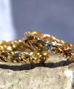 alliance tressée 3 ors avec un diamant et alliance tressée or jaune